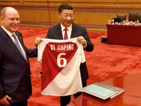 Prince Albert gives Xi Jinping a jersey