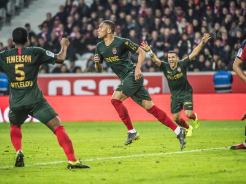 Primer gol para Carlos Vinicius como Rouge et Blanc