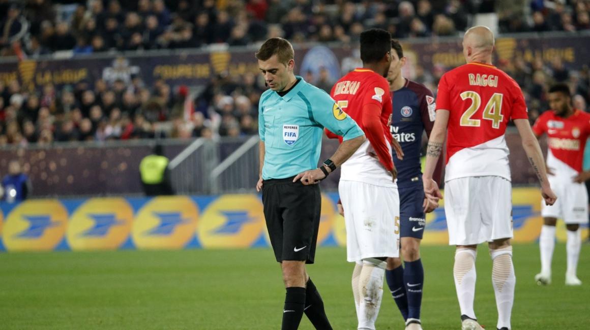 Clément Turpin au sifflet face au PSG