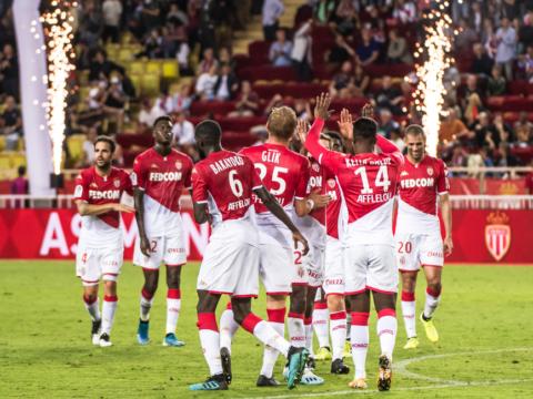 Le groupe rouge et blanc contre Rennes