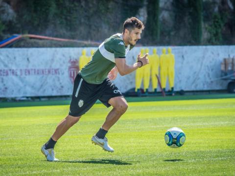 Stevan Jovetic retouche le ballon