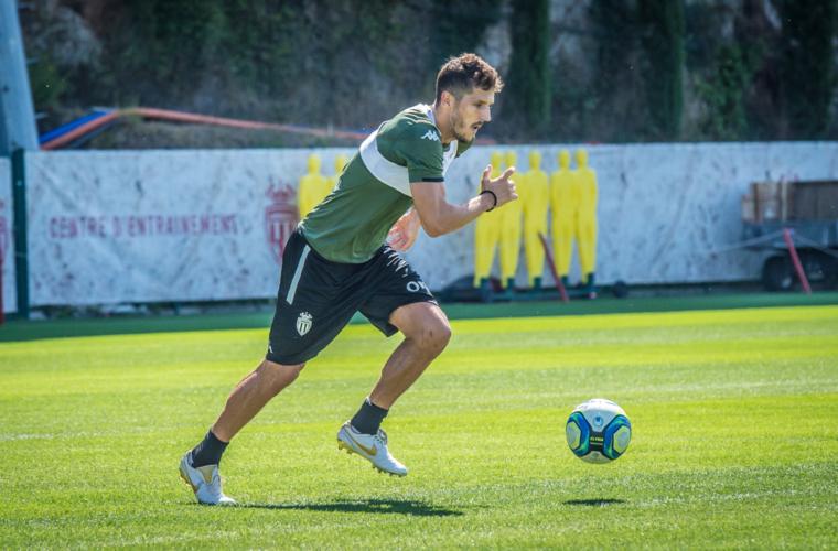 Stevan Jovetic volvió a tocar el balón
