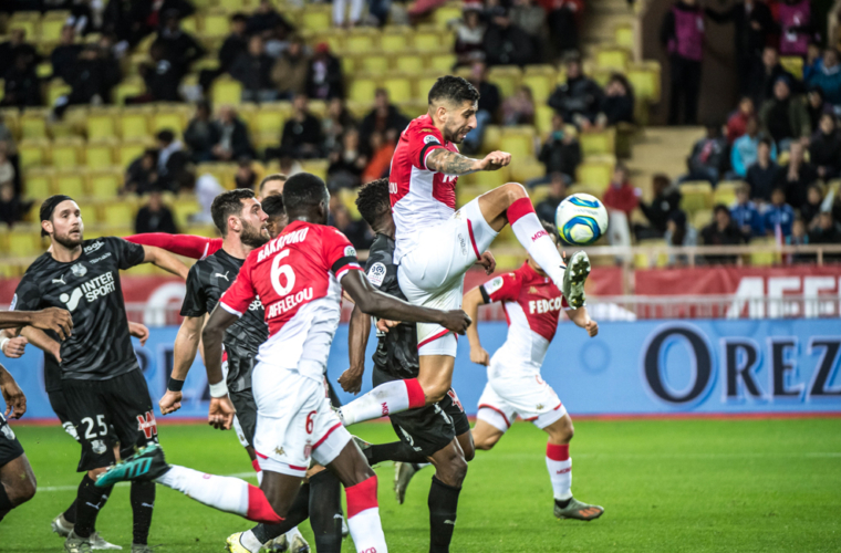 Primer gol con Monaco para Guillermo Maripán