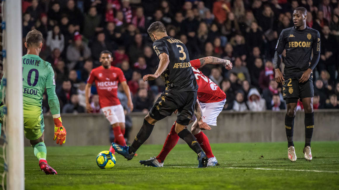 Playing 9 against 11, AS Monaco lose away to Nîmes