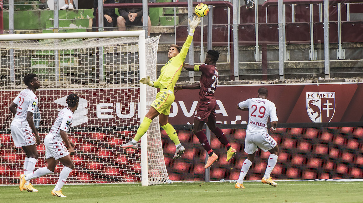 Benjamin Lecomte eleito o MVP contra o Metz