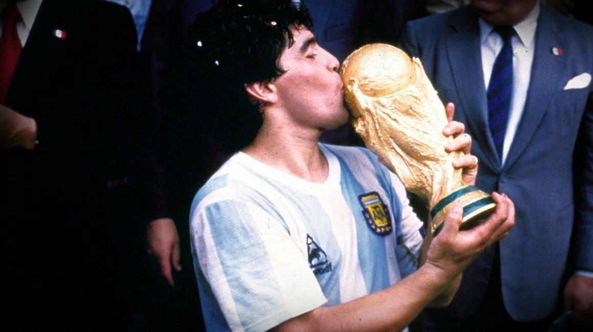 Diego Maradona tendrá su homenaje antes de Monaco - Nîmes