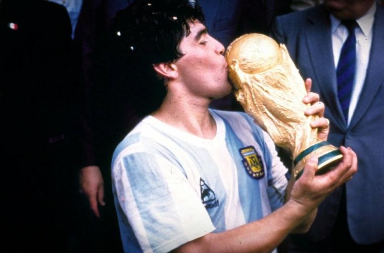 Un hommage à Diego Maradona avant Monaco - Nîmes