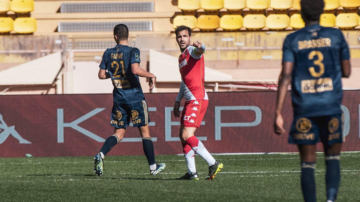 """Cesc Fàbregas : """"Je suis ravi d'aider les plus jeunes à progresser"""""""