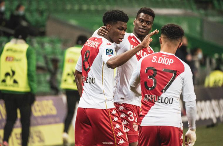 Os Rouge et Blanc dão um show em Saint-Étienne!