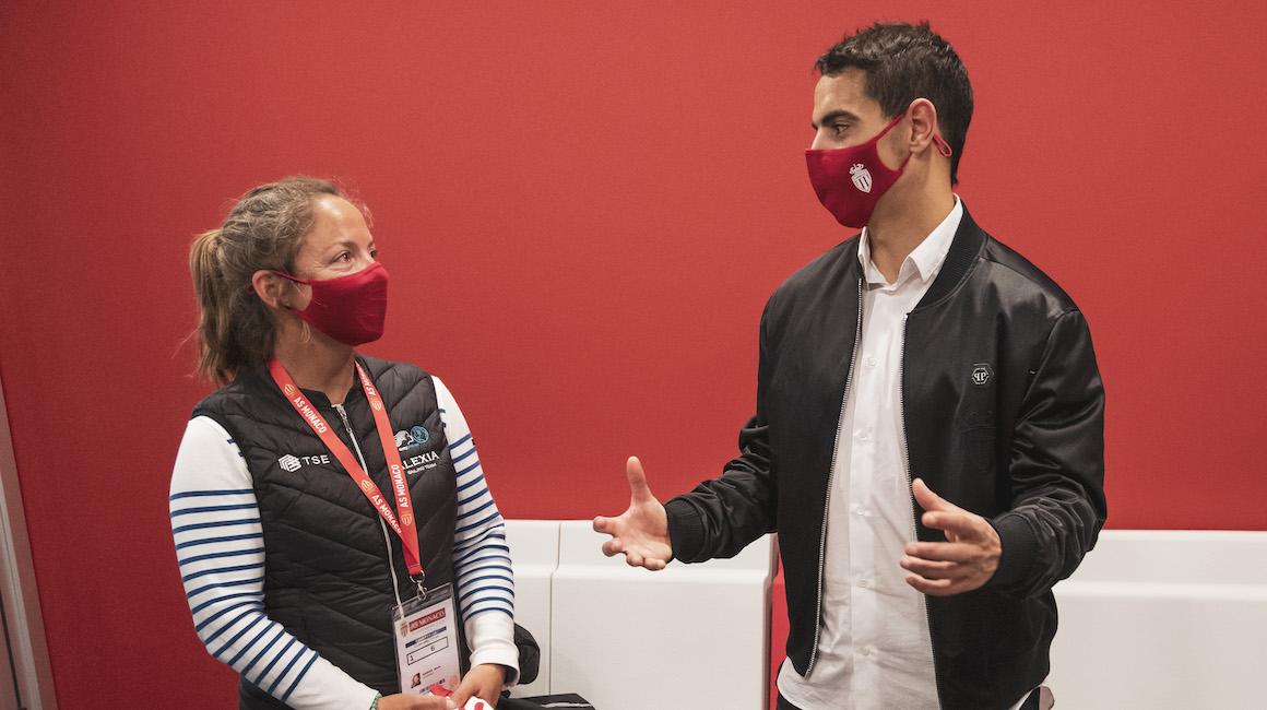 Wissam Ben Yedder félicite la navigatrice Alexia Barrier