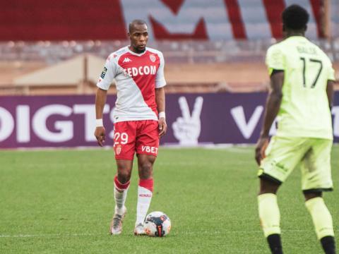 """Djibril Sidibé: """"Buscamos un lugar en la Champions League"""""""