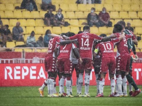 Le groupe des Rouge et Blanc VS Montpellier