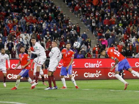 Guillermo Maripán et le Chili flambent (encore) et restent dans la course