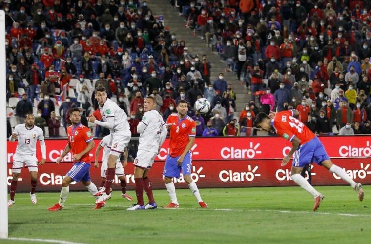 Saldo positivo para Maripán y Chile en las Eliminatorias